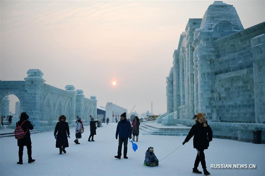 """Первый день 2018 года в харбинском парке """"Мир льда и снега"""""""