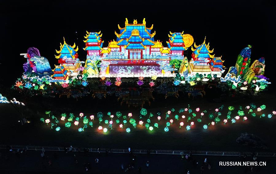 В Ухане открылась новогодняя выставка цветных фонарей