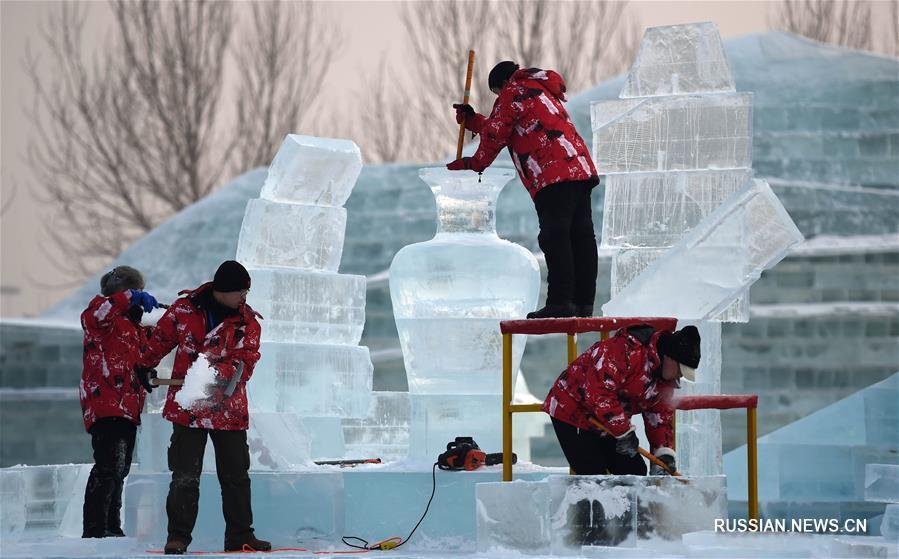 В Харбине продолжается 7-й Международный конкурс блочных ледовых скульптур