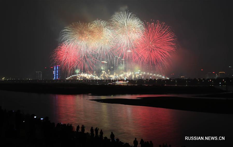 Новогодний фейерверк на острове Цзюйцзычжоу