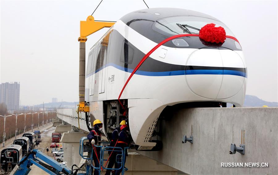 На туристической монорельсовой линии Цюйфу -- Цзоучэн завершена установка локомотива