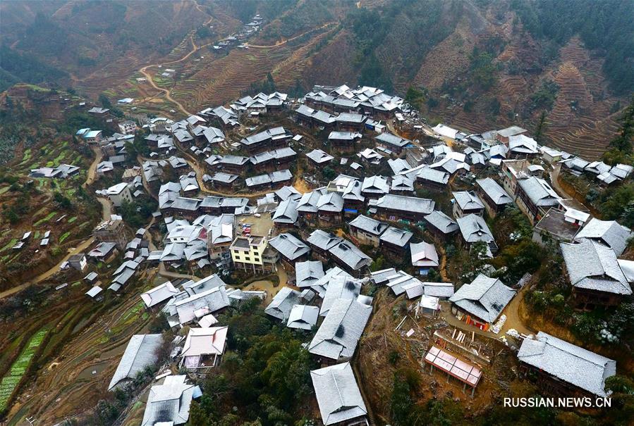Посеребренные инеем горные деревни уезда Жуншуй