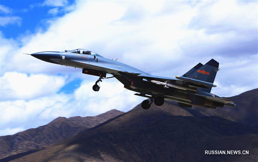 Китайские боевые самолеты новых моделей приступили к практическим учениям в новом году