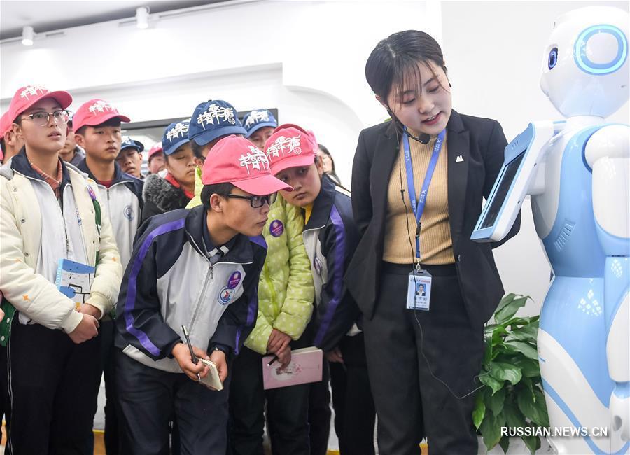 Получающие субсидии старшеклассники из провинции Цинхай посетили офис iFLYTEK в Хэфэе