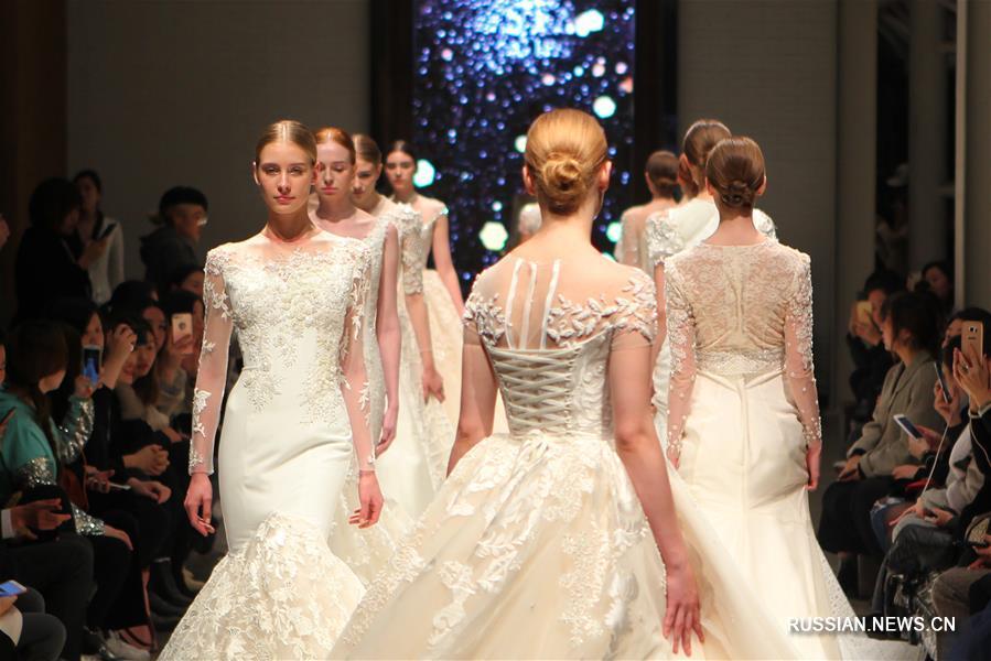 В Шанхае состоялся показ свадебных платьев