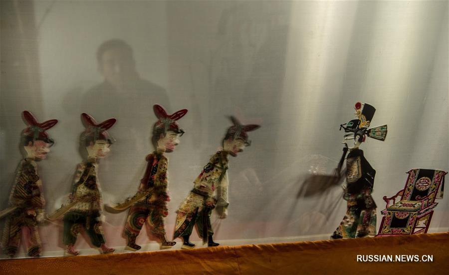 Спектакль театра теней о музыкальной драме сяньцзыцян