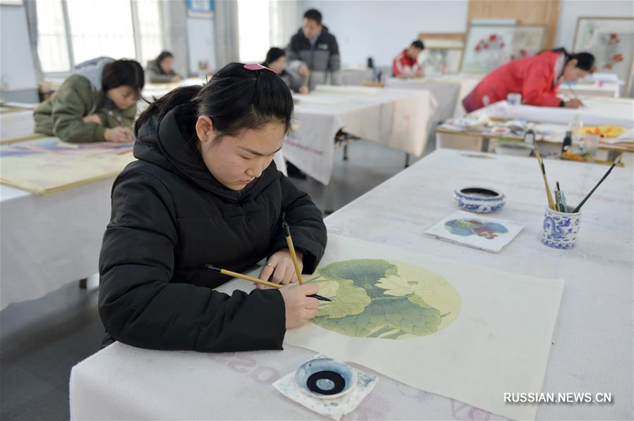 Посещение бесплатных уроков живописи гунби дало возможность инвалидам из уезда Нинцзинь найти работу
