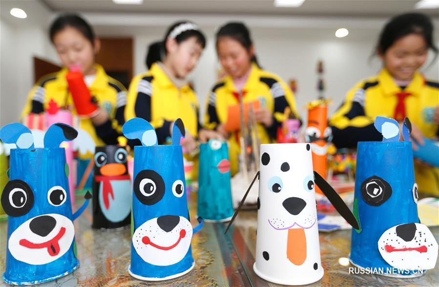 Новогодняя выставка юных талантов в одной из школ Циндао