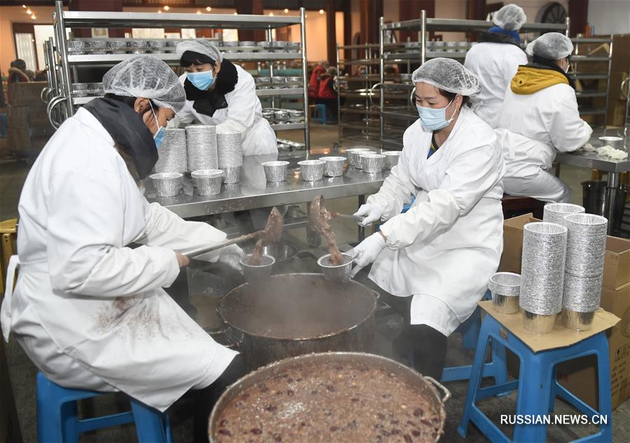 Храм Линъиньсы бесплатно раздал более 300 тыс порций каши по случаю праздника Лабацзе
