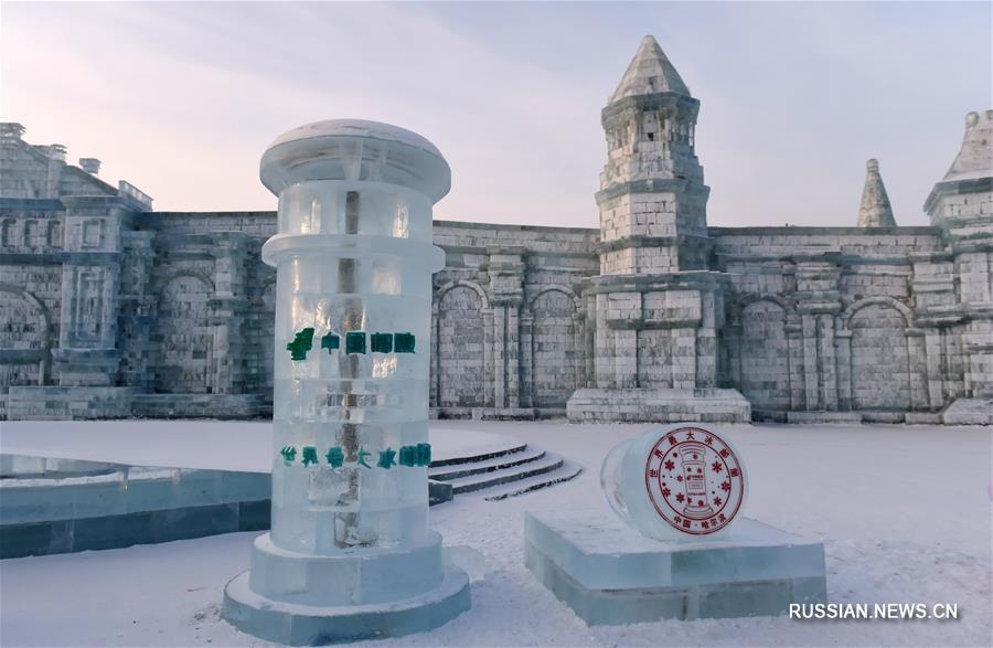 Ледяной почтовый ящик высотой 2,6 м установили в Харбине
