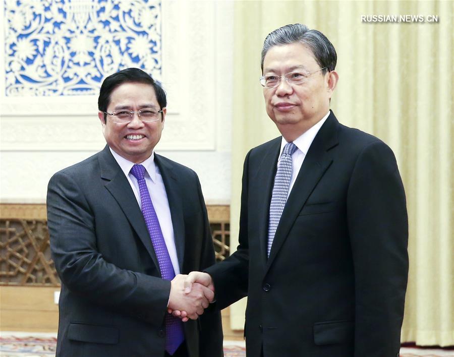(时政)赵乐际会见越南共产党代表团