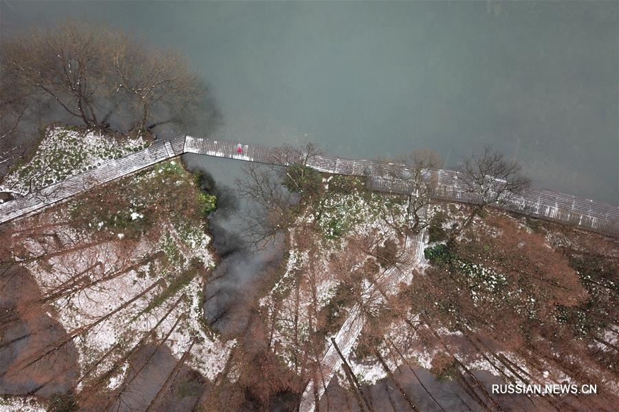 Снег на озере Сиху