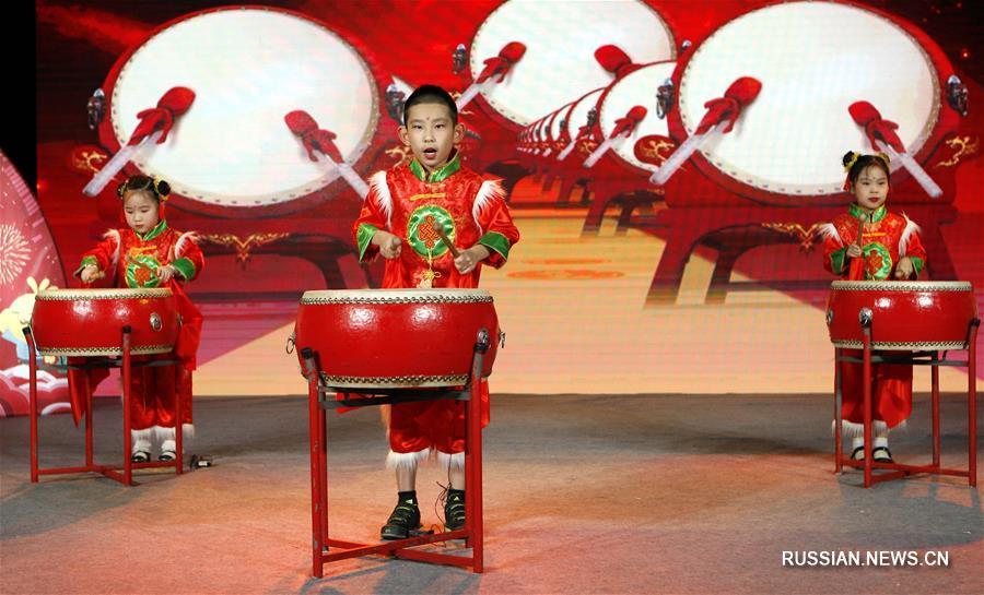 Детский новогодний концерт по случаю наступления Года Собаки-2018 прошел в Пекине