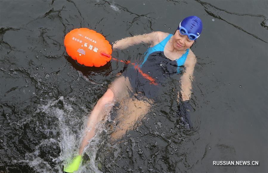 Морозы не останавливают китайских любителей зимнего плавания