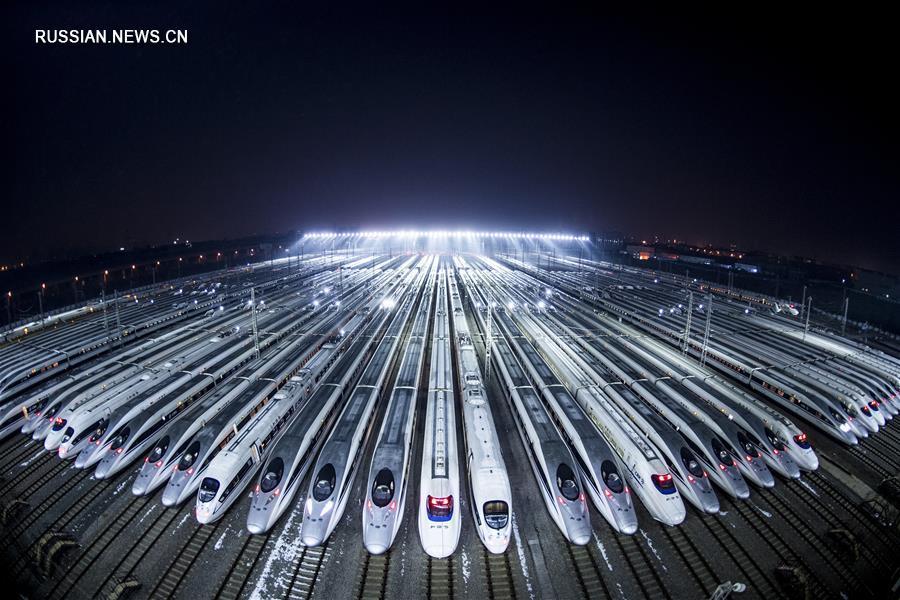 """В Ухане """"корабли китайского сухопутного флота"""" в полной готовности ожидают """"чуньюня"""""""