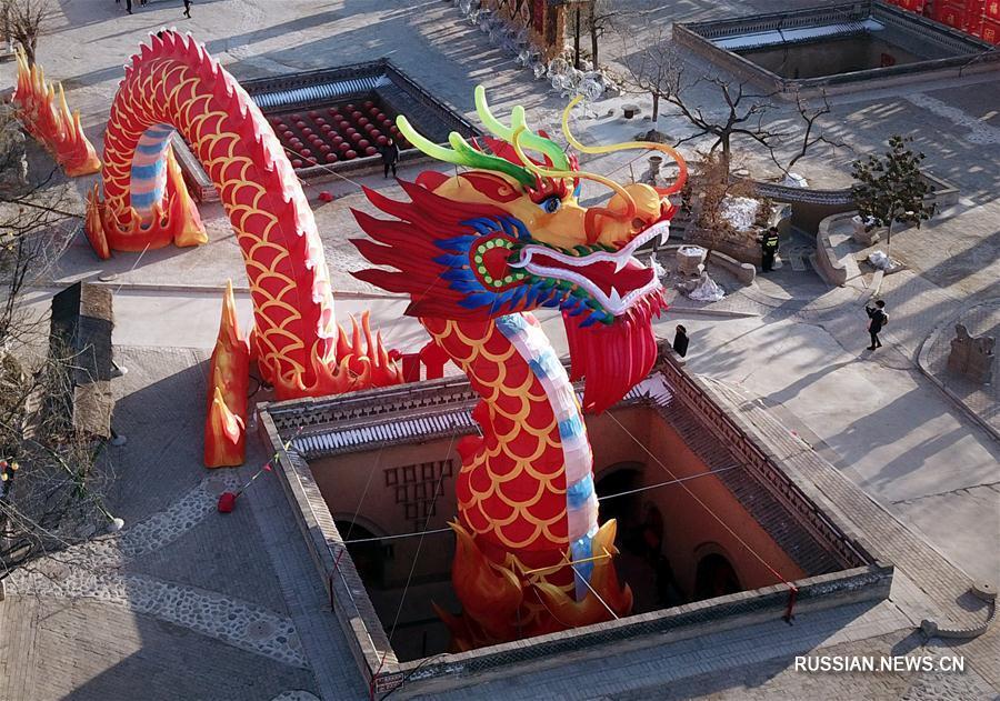 Украшенные к празднику Весны шаньчжоуские подземные дворы в провинции Хэнань