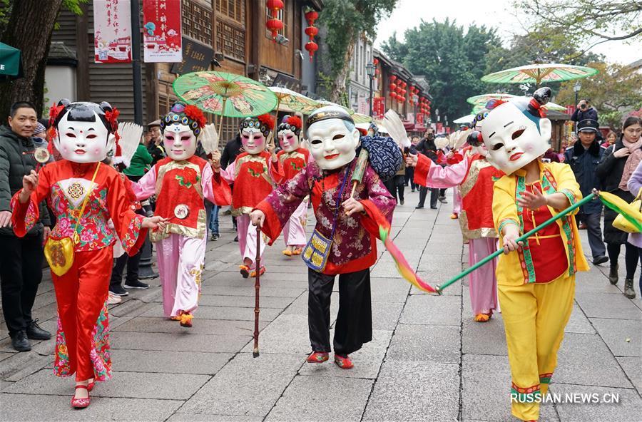 Уличное шествие фольклора десяти городов в Фучжоу