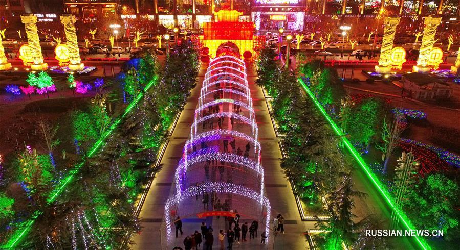 По всему Китаю проходят традиционные новогодние выставки фонарей