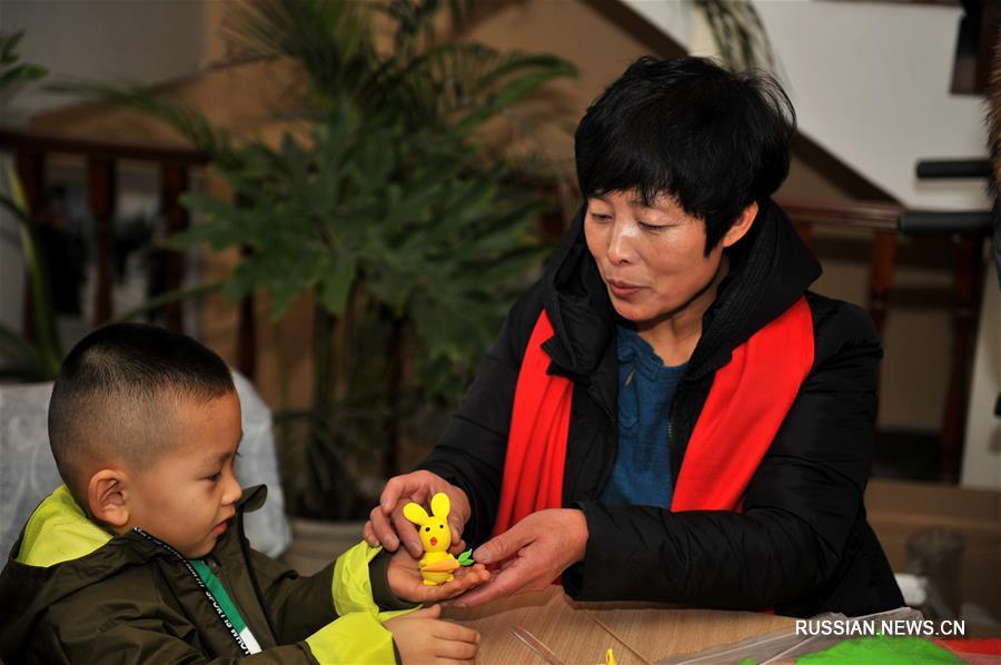 Мастерица узорных хлебцев и фигурок из теста из провинции Шаньси