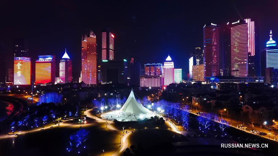 Новогоднее световое шоу в бухте Фушаньвань города Циндао