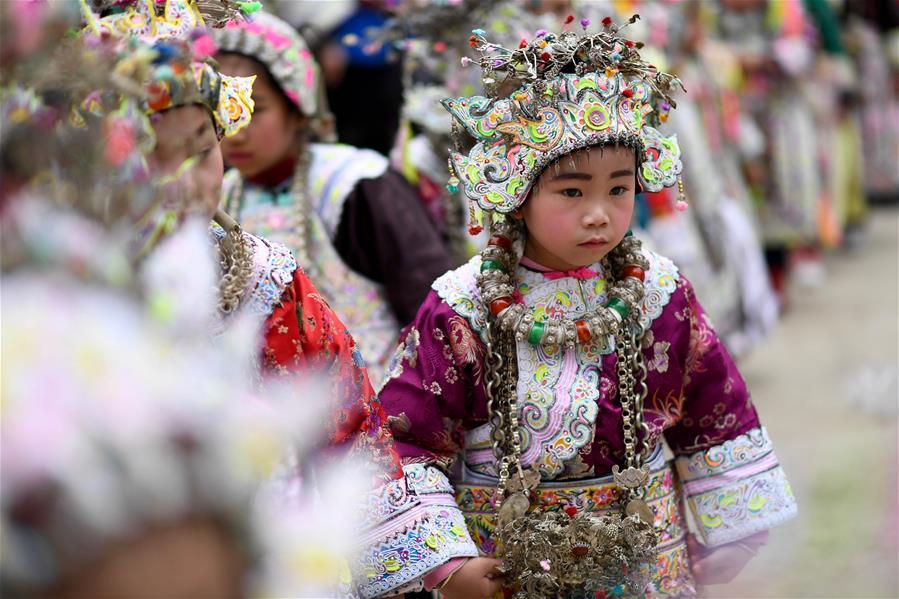 Праздничные наряды на фестивале лушэна в дунской деревне