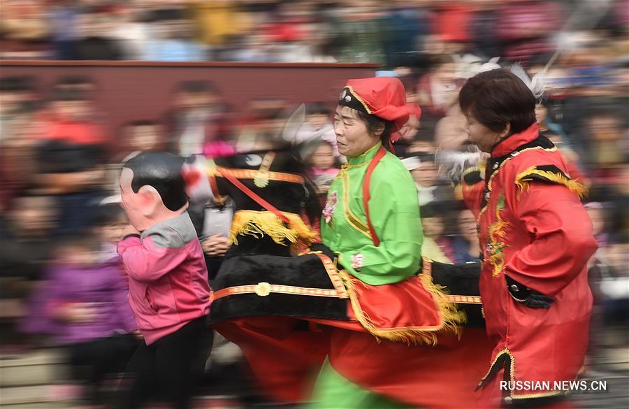Жители Китая радуются приближению праздника Фонарей