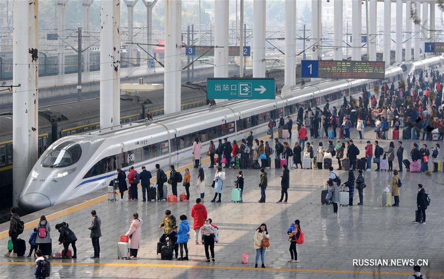 На вокзалах Китая новый пик послепраздничного пассажиропотока
