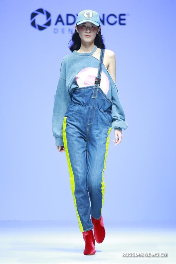 f91ebbeec25 Китайская международная неделя моды 2018 -- Коллекция джинсовой одежды от  Чэнь Вэня и бренда Adriano