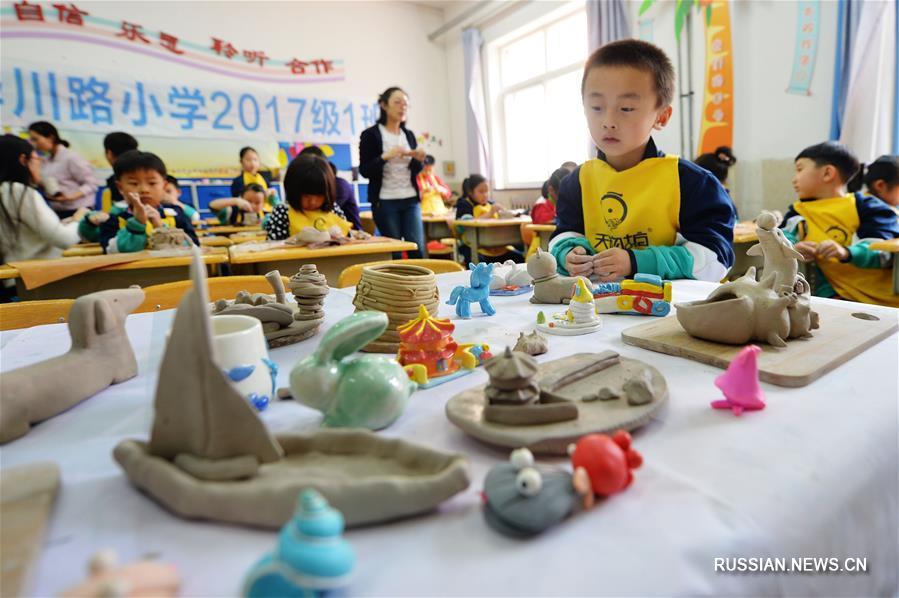 В провинции Шаньдун детей приучают к искусству через обучение лепке