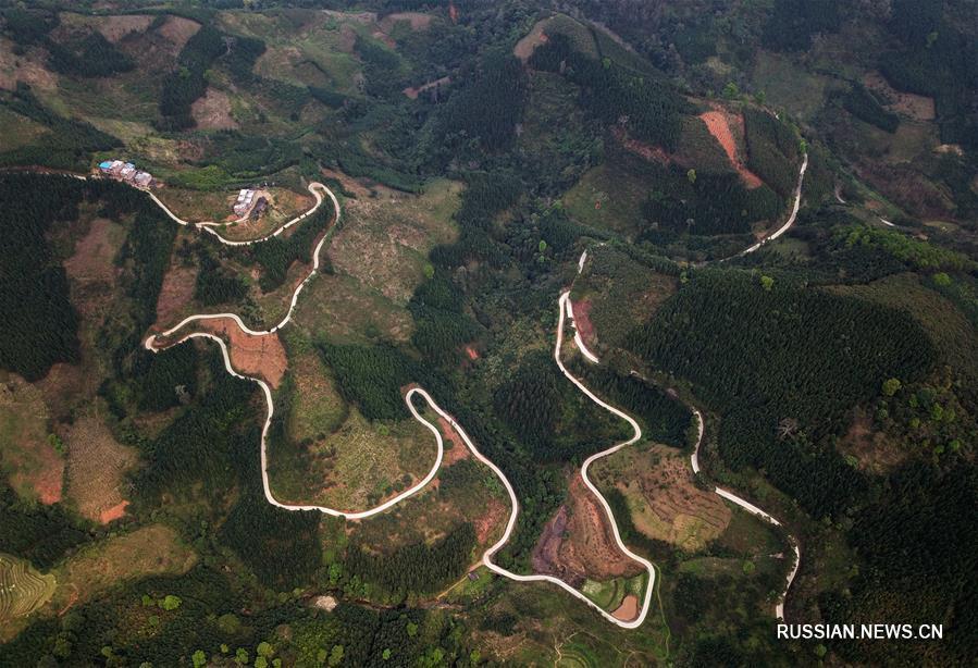 Общая протяженность сельских автодорог в Гуанси-Чжуанском АР достигла 98,3 тыс км