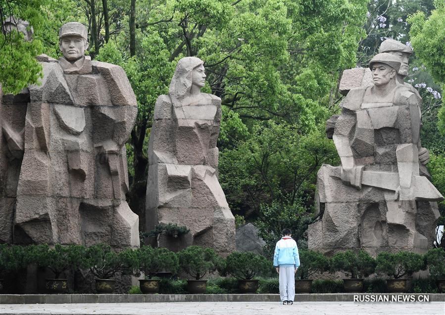 День поминовения усопших в Чжэцзянском музее памяти павших героев революции