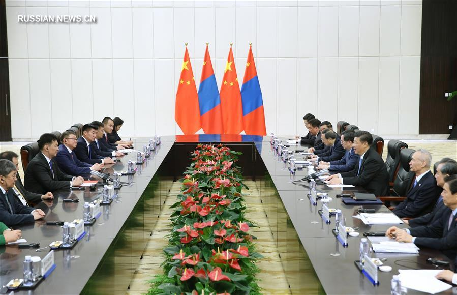 Си Цзиньпин встретился с премьер-министром Монголии У.Хурэлсухом
