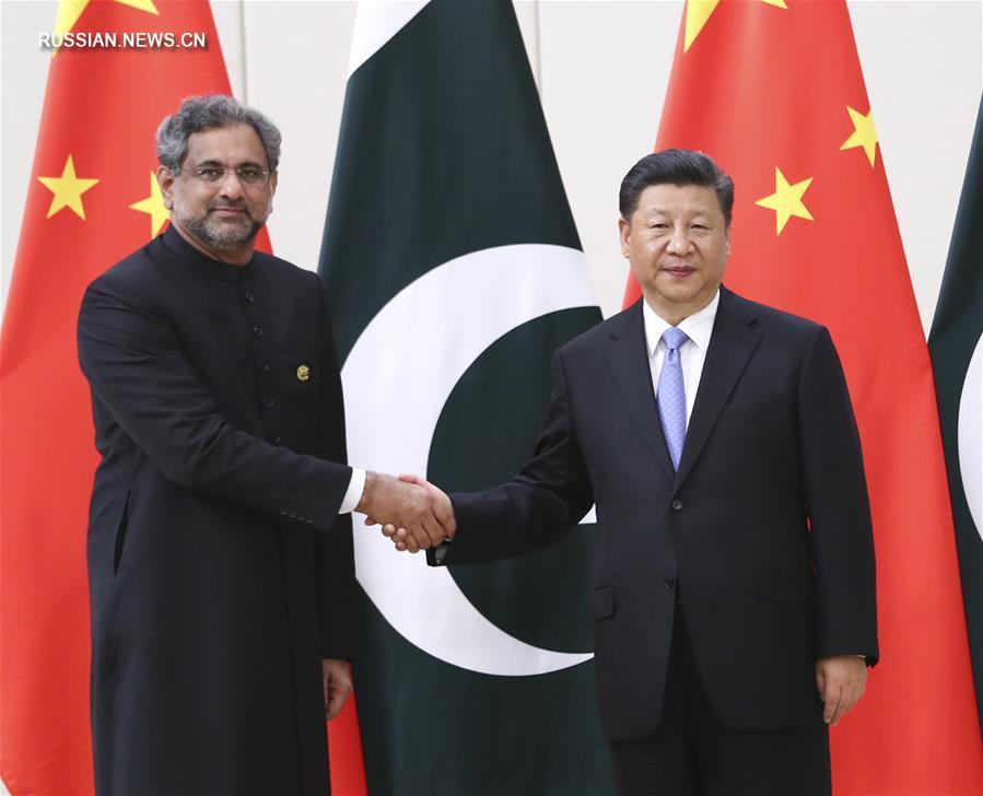 Си Цзиньпин встретился с премьер-министром Пакистана Ш.Аббаси