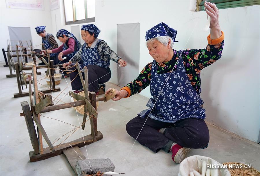 Женская текстильная мастерская в деревне Гаоиньпу