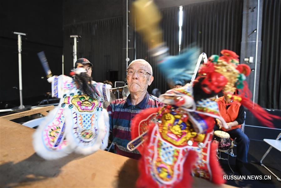 Тайваньский мастер традиционного театра перчаточных кукол