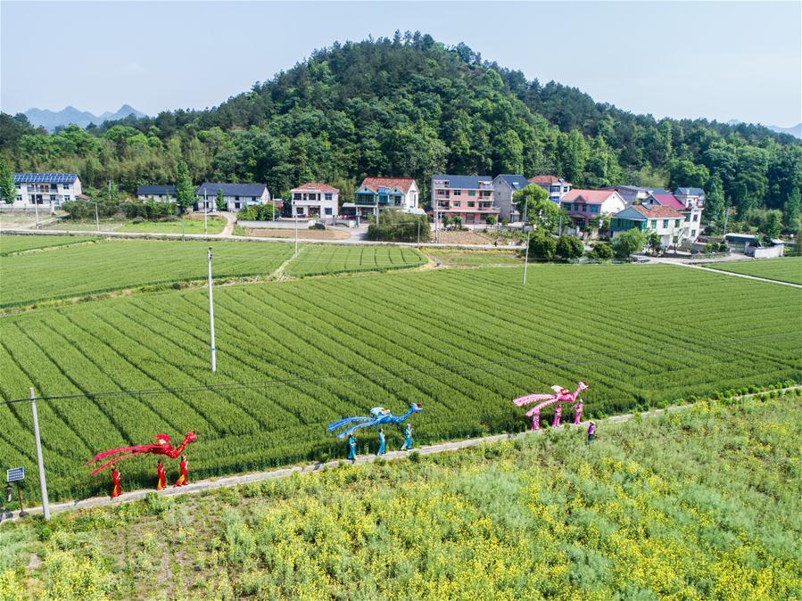 Фольклорные представления в поселке Тайян привлекают множество туристов