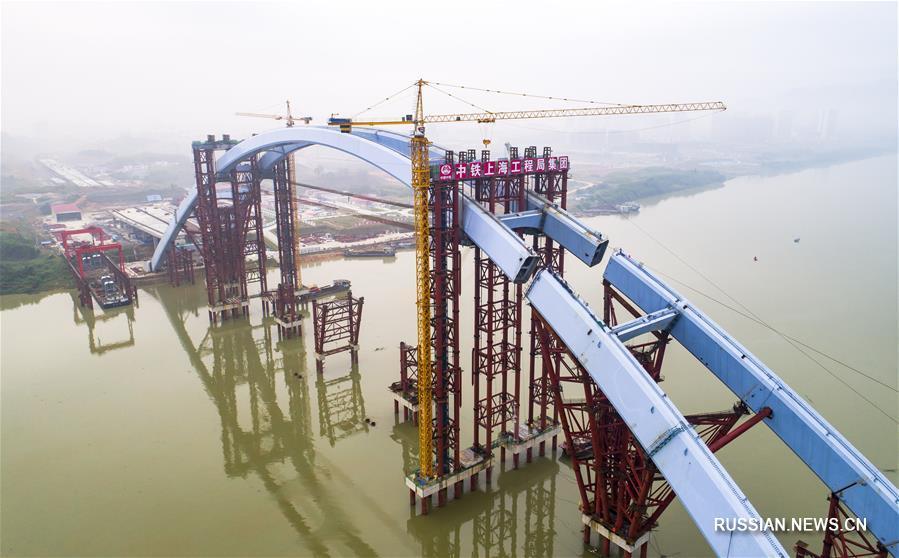 "В Лючжоу установлена средняя часть арки моста ""Гуаньтан"" весом 5885 тонн"