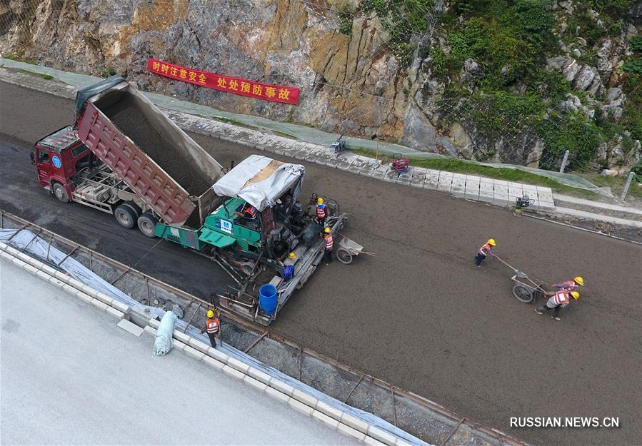 Строительство скоростного шоссе Цзинси -- Лунбан у китайско-вьетнамской границы
