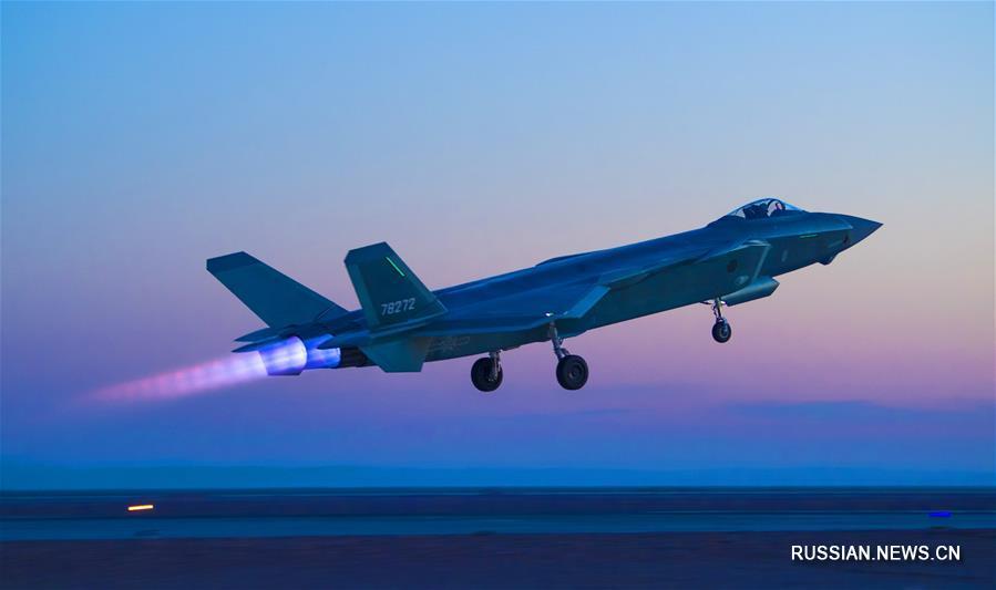 Совместные тактические учения китайских истребителей J-20, J-16 и J-10С новых моделей