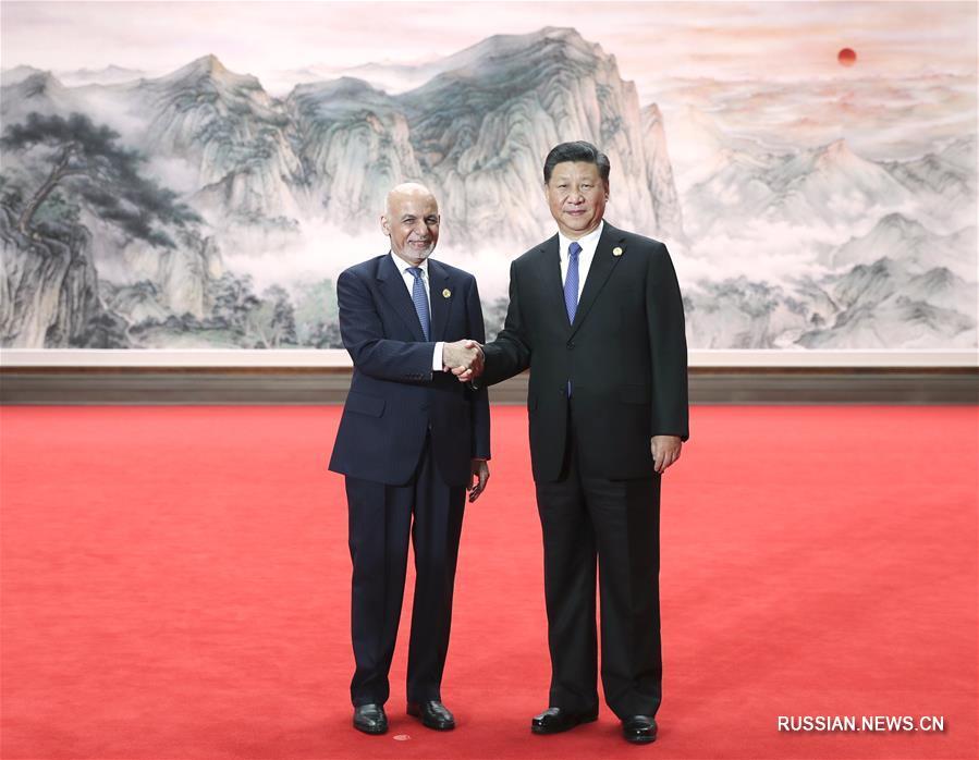 Си Цзиньпин встретил глав-государств, участвующих в Циндаоском саммите ШОС