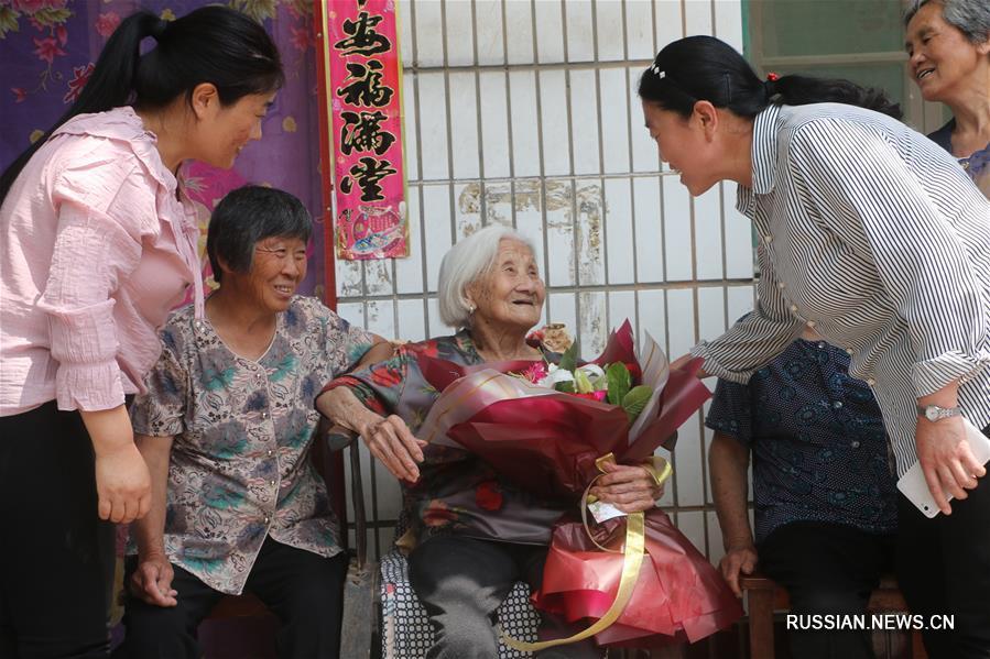 Поздравления со 102-летием от пяти поколений родственников