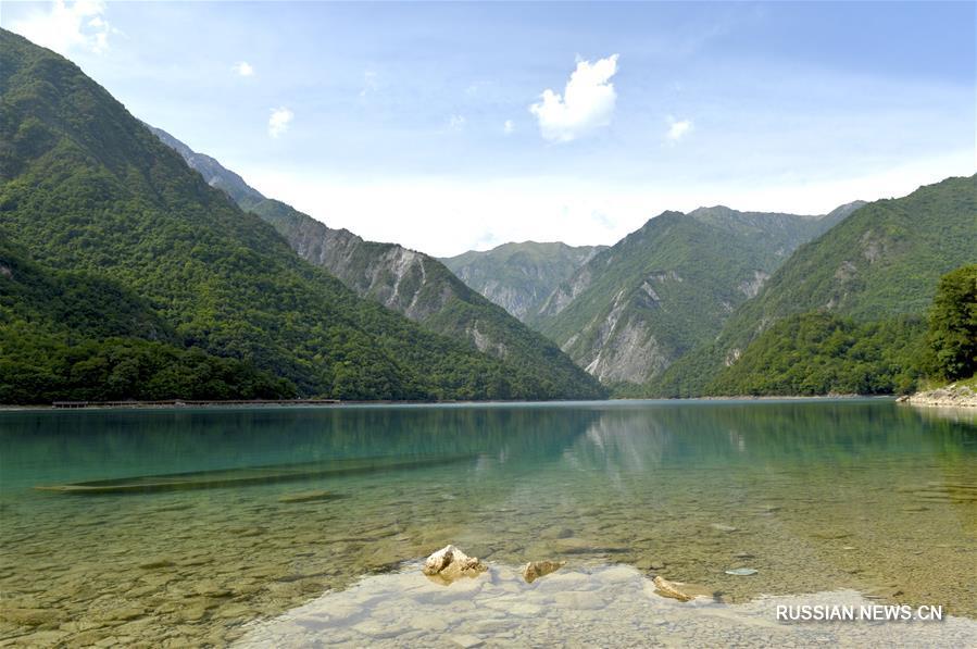 Озеро Вэньсянь-Тяньчи в провинции Ганьсу