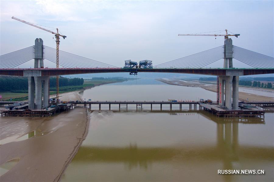 Завершено смыкание арки моста через реку Хуанхэ на скоростной автотрассе Юньчэн -  Линбао