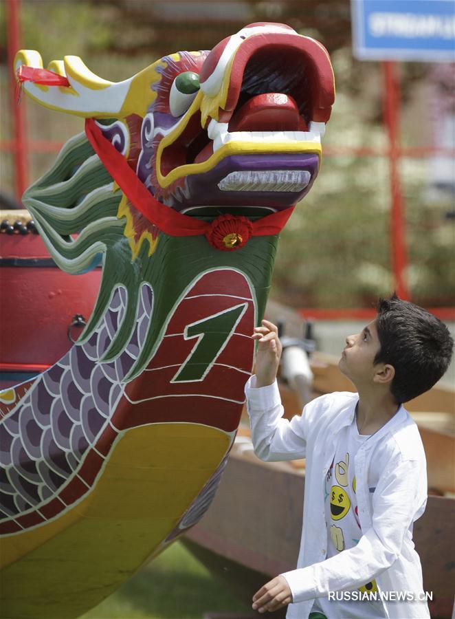 В Ванкувере открылся фестиваль лодок-драконов
