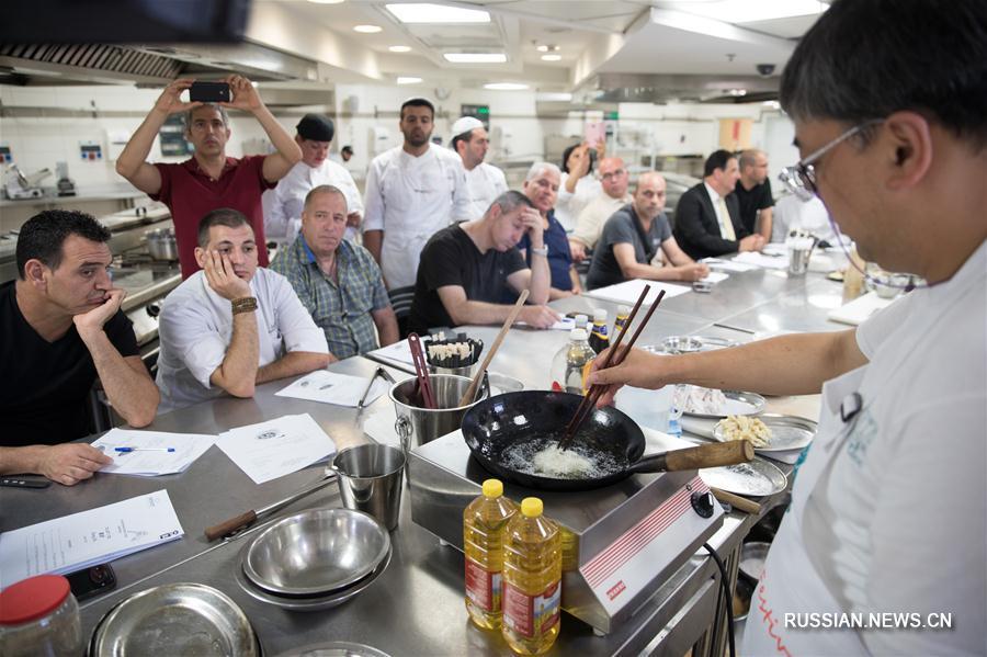 Израильские шеф-повара учатся готовить китайские блюда