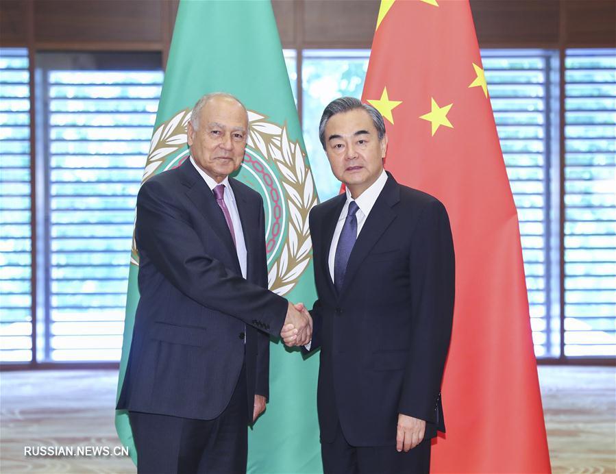 Ван И провел переговоры с генсекретарем ЛАГ А.Абу аль-Гейтом