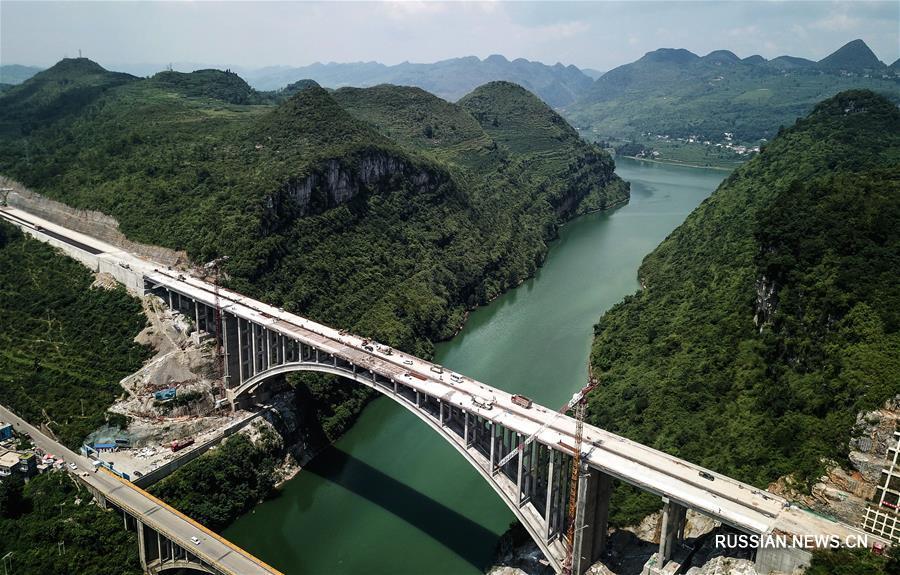 """Полностью завершена смычка автомобильного мегамоста """"Еланху"""" в провинции Гуйчжоу"""