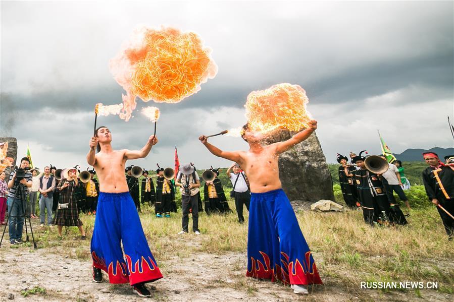 Ийцы отмечают Праздник факелов