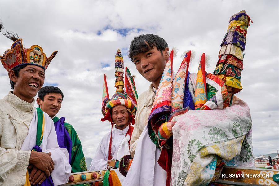В уезде Дамшунг стартовал тибетский конно-спортивный фестиваль Данцзижэнь