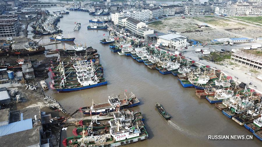 Суда вернулись в порты перед тайфуном